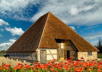 Grange pyramidale de Vailly-sur-Sauldre